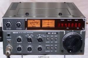 icom-ic-211